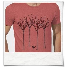 Fair Wear & Biobaumwoll Männer T-Shirt Vogel im Wald in Korall-Rot