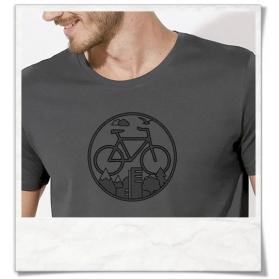"""Radfahrer-Shirt Fahrrad / Bike T-Shirt in Grau Fair hergestellt & aus Biobaumwolle. Fahrrad-Shirt """"Unter den Wolken"""""""