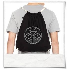 """Turnbeutel Fahrrad / Rucksack / Gym bag """"Unter den Wolken"""" aus Biobaumwolle in Schwarz."""