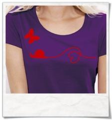 Liebe zwischen Schnecke und Schmetterling / Frauen T-Shirt / Lila / Fair und Bio