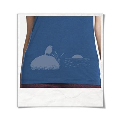 Vogel bei Sonnenuntergang / Frauen T-Shirt / Blau / Fair und Bio