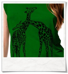Giraffe in love / women T-Shirt / Green / Fair and Organic