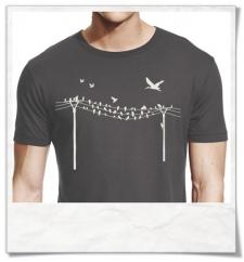 Vögel auf Stromast T-Shirt aus Bambus