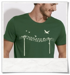 Birds on a wire / men's T-Shirt in green