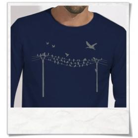 Vögel auf Strommast Langarm T-Shirt