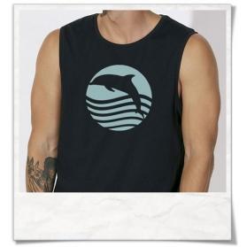 Ärmelloses Herren T-Shirt Sonnenuntergang mit Delfin aus Biobaumwolle & Fair hergestellt